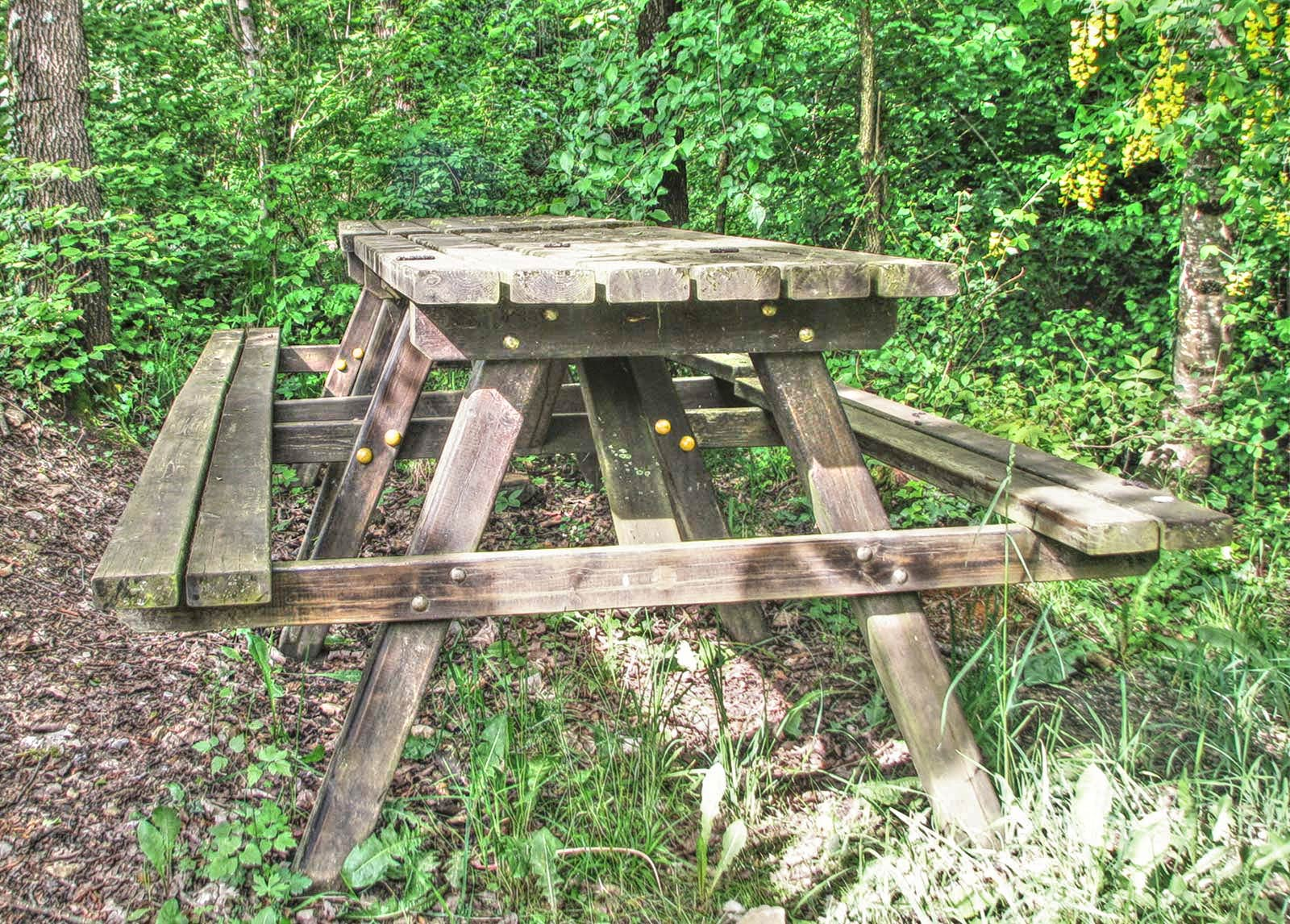 tavolo esterno torre dolomiti pietra b&b trichiana belluno orto alpino